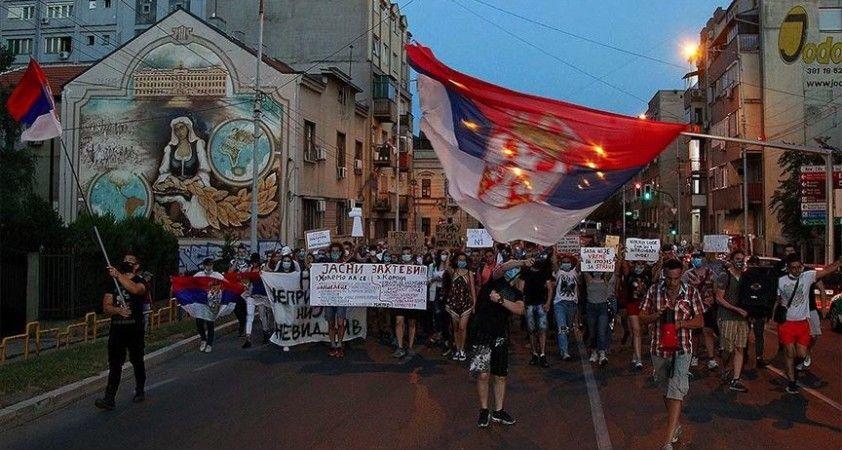 Sırbistan geneline yayılan hükümet karşıtı protestolar 5 gündür devam ediyor