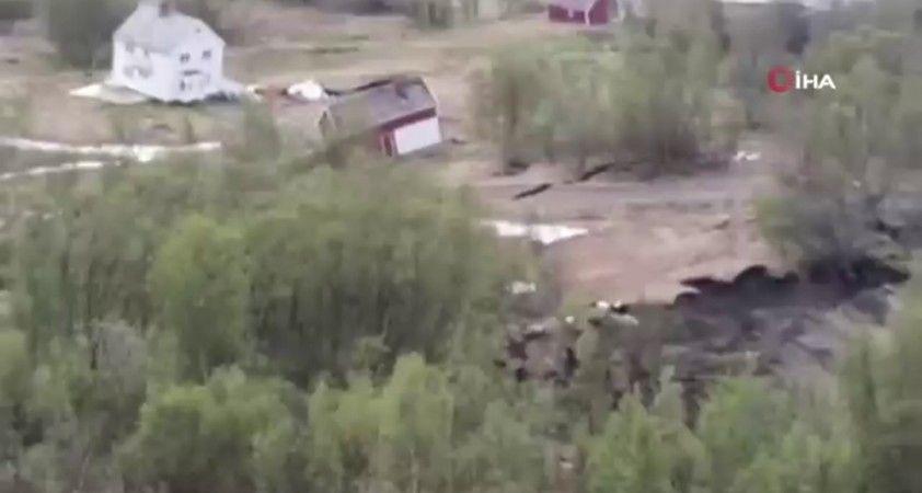Norveç'te toprak kayması sırasında 8 ev sürüklenerek suya gömüldü