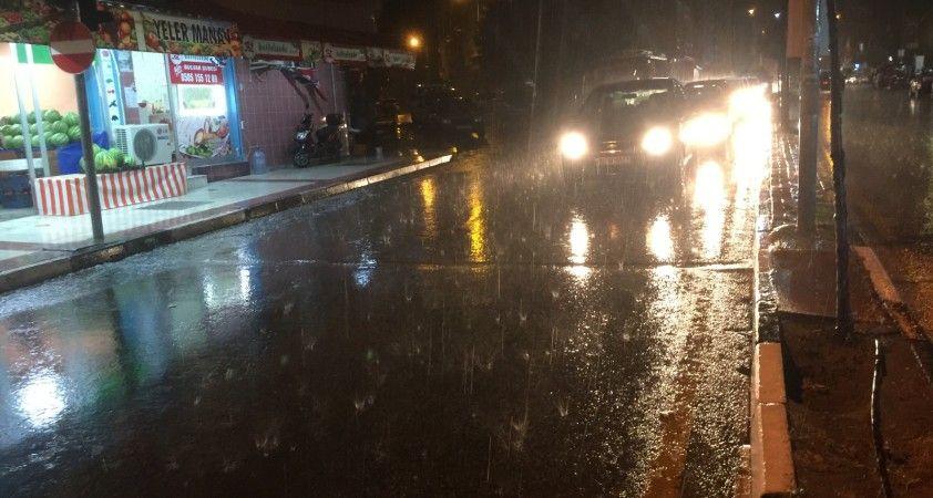 Manisa'da sağanak yağış etkili oldu