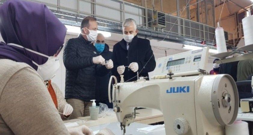 Kocaeli'de belediye üretimhaneleri günlük 17 bin maske üretiyor