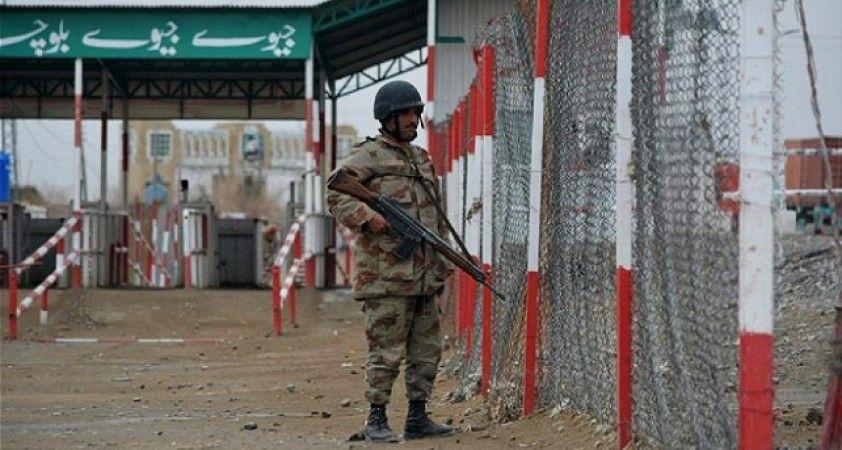 Afganistan-Pakistan sınırında pusu: 4 Pakistan askeri öldü