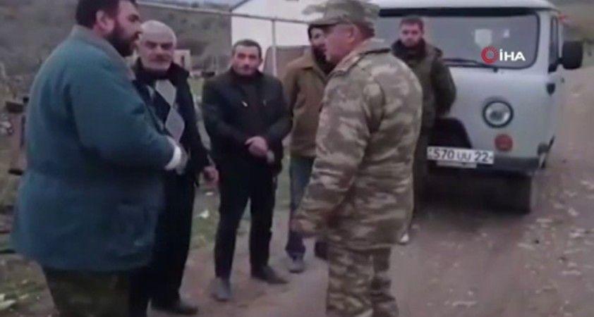 Azerbaycan askeri Ağdam'ın tahliyesinde Ermeni sivillere yardım etti
