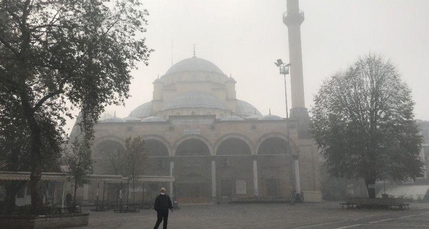 Hava sıcaklığı düştü, şehri sis kapladı