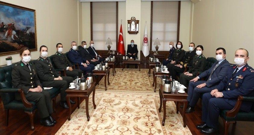 Milli Savunma Bakanı Hulusi Akar, MSB'de görevli öğretmenlerle bir araya geldi