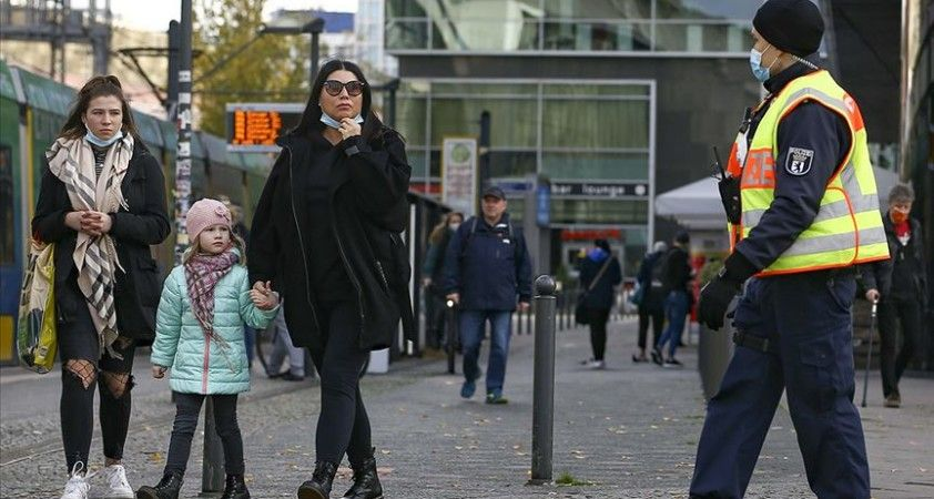 Almanya'da son 24 saatte 410 kişi Kovid-19'dan öldü