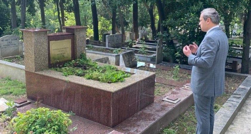 Burak Elmas, Ali Sami Yen'in mezarını ziyaret etti