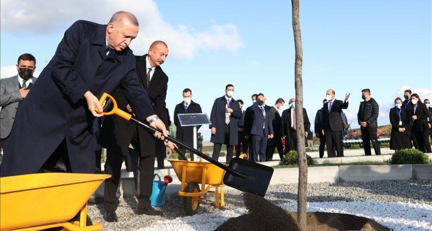 Cumhurbaşkanı Erdoğan ve Aliyev, Zengilan'da Dost Agropark Akıllı Tarım Kampüsü Faz 1'in temelini attı