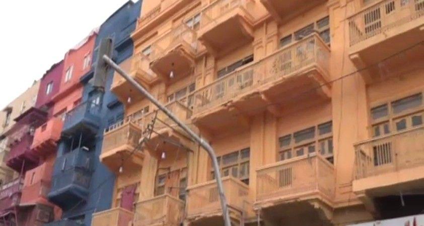 Karaçi'nin en ünlü caddesi renklendi
