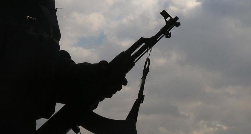 Suriye'nin Kamışlı ilçesinde Esed rejimi ile terör örgütü YPG/PKK arasındaki çatışmalar sürüyor
