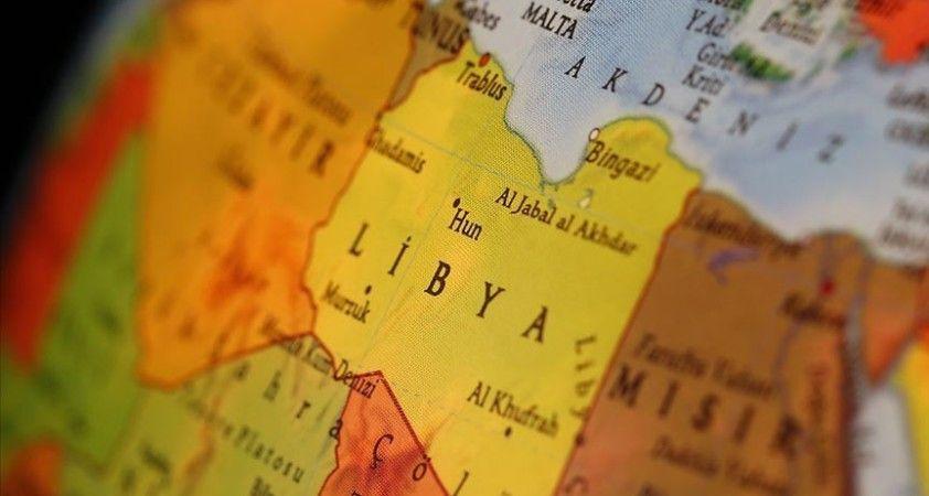 Libya'da Hafter milisleri yolcu uçağının piste inişini engelledi