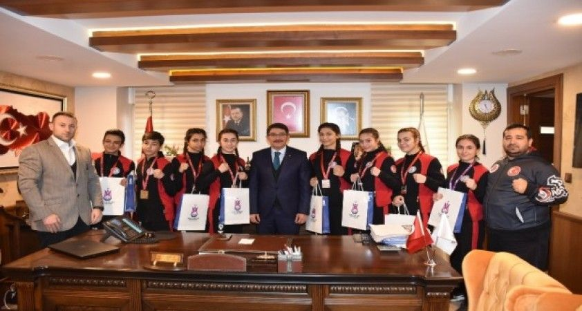 Başkan Çelik şampiyon sporcuları ağırladı