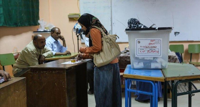 Mısır'daki seçimleri boykot eden muhalefet, rejimi sandıkta rüşvet ve usulsüzlük yapmakla suçluyor