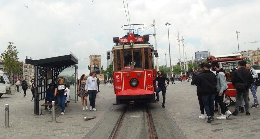Nostajlik tramvay 2 ay aradan sonra İstiklal Caddesi'nde seferlere başladı