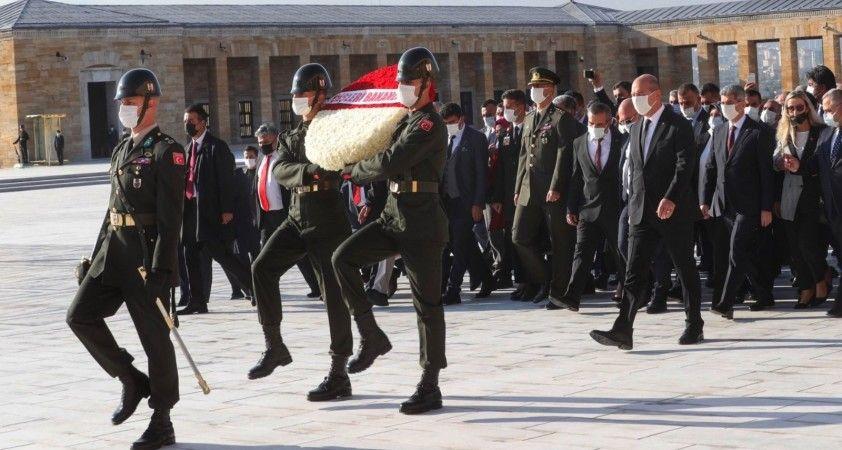İçişleri Bakanı Soylu 81 ilden gelen muhtarlarla Anıtkabir'i ziyaret etti