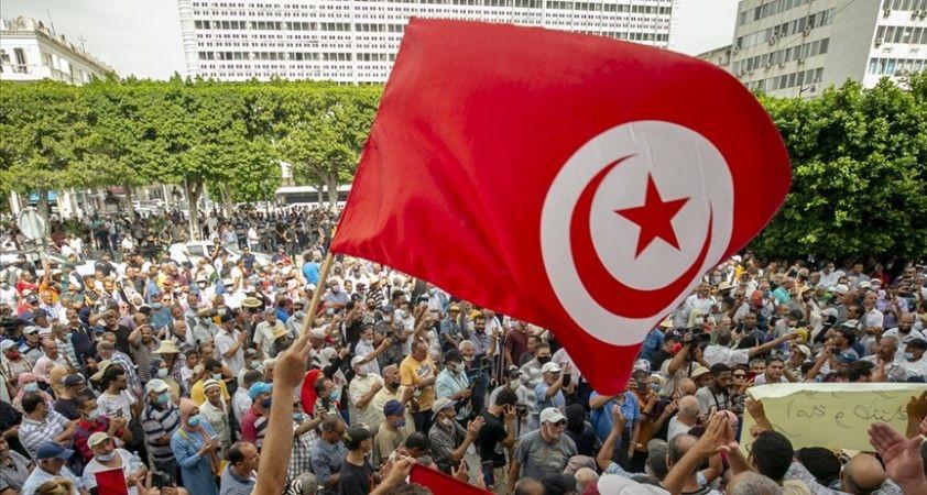 Tunus'ta Cumhurbaşkanı Said'in 'olağanüstü kararları' protesto edildi