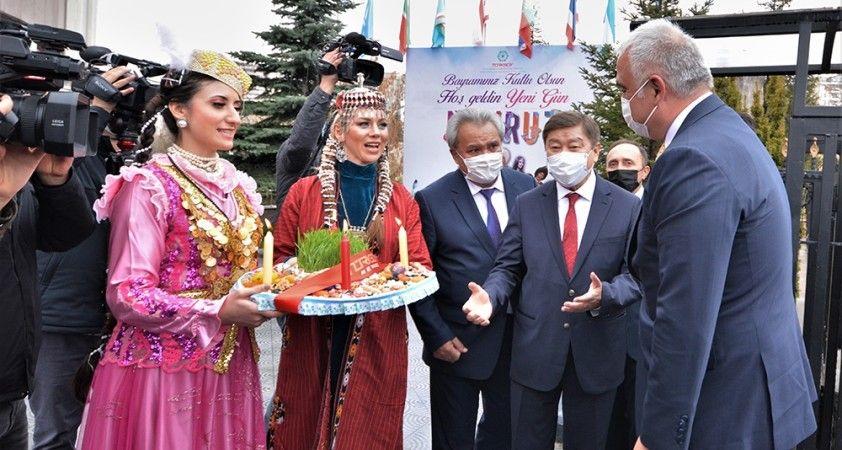 Kültür ve Turizm Bakanı Ersoy Nevruz ateşinden atladı