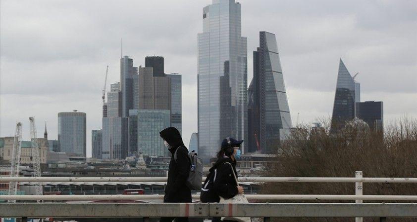 İngiltere'de karantina sonrası halkın yüzde 41'i katı kısıtlamalara tabi olmayı sürdürecek
