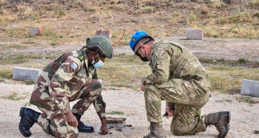 """MSB: """"Gambiyalı misafir askeri personele 'Mayın ve EYP ile Mücadele Eğitimi' verildi"""