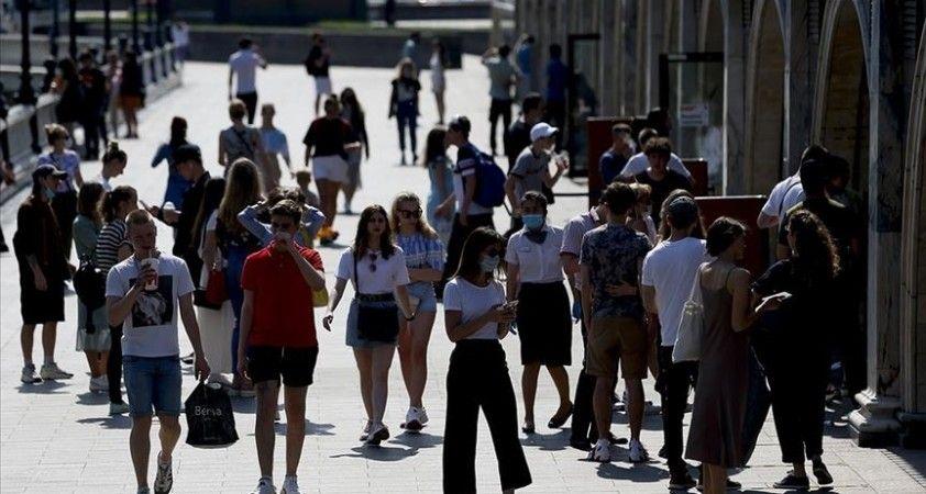 AB'deki yetişkin nüfusun yüzde 70'inin yaza kadar aşılanması hedefleniyor