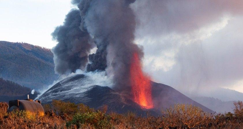 La Palma'da volkanik kül bulutu uyarısı