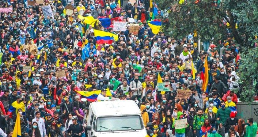 Kolombiya Devlet Başkanı hükümet karşıtı gösterileri görüşmek için muhalefet liderleriyle bir araya geldi