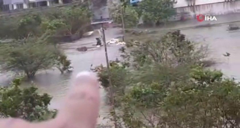 Nivar Kasırgası Hindistan'ı vurdu: 5 ölü