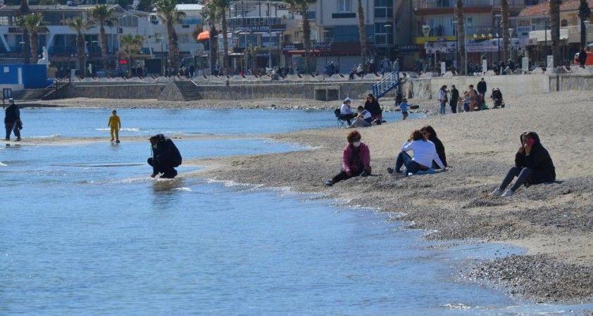 Normalleşmenin başladığı Didim'de sahil keyfi