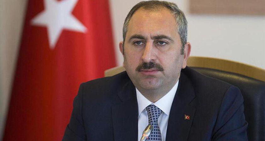 Adalet Bakanı Gül: 'Kimsenin mahkemeleri etkilemeye, tesir altına almaya hakkı ve yetkisi yoktur'