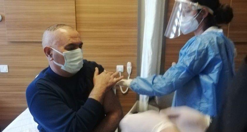Van'da ilk korona virüs aşısı yapılmaya başlandı