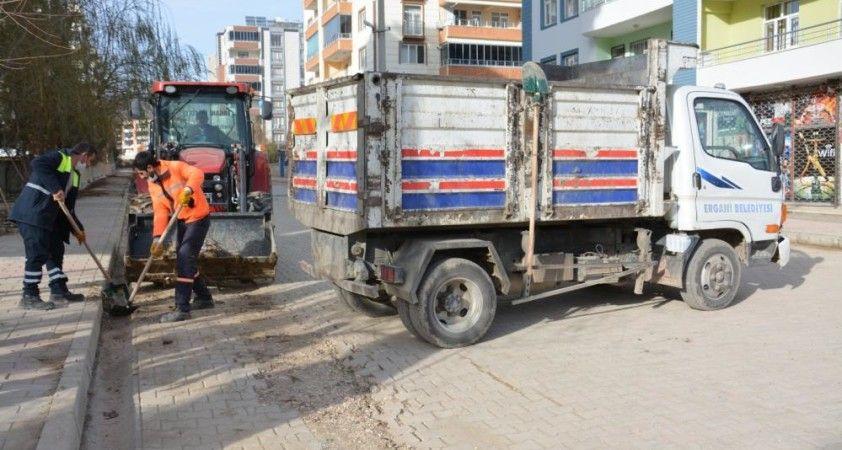 Ergani'de temizlik çalışmaları hız kesmeden sürüyor