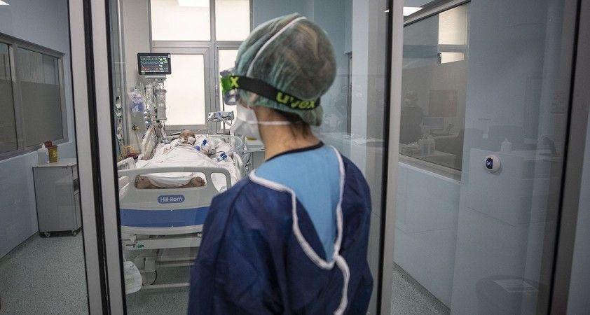 Türkiye'de Kovid-19 kaynaklı yaşamını yitirenlerin sayısı zirve yaptı
