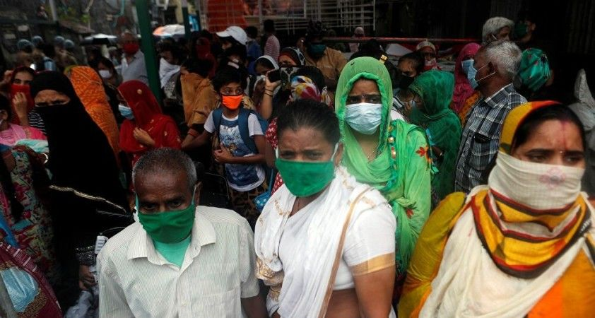 Hindistan: 1 Mayıs'ta 18 yaş üstünün aşılanmasına başlanacak