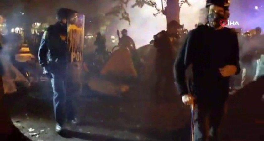Portland'da Taylor protestosunda polise molotof kokteyli atıldı