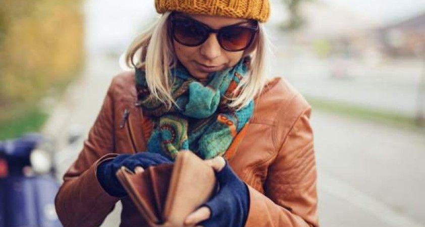 Birleşik Krallık'ta kredi kartı harcamaları sokağa çıkma kısıtlamalarından sonra yarı yarıya azaldı