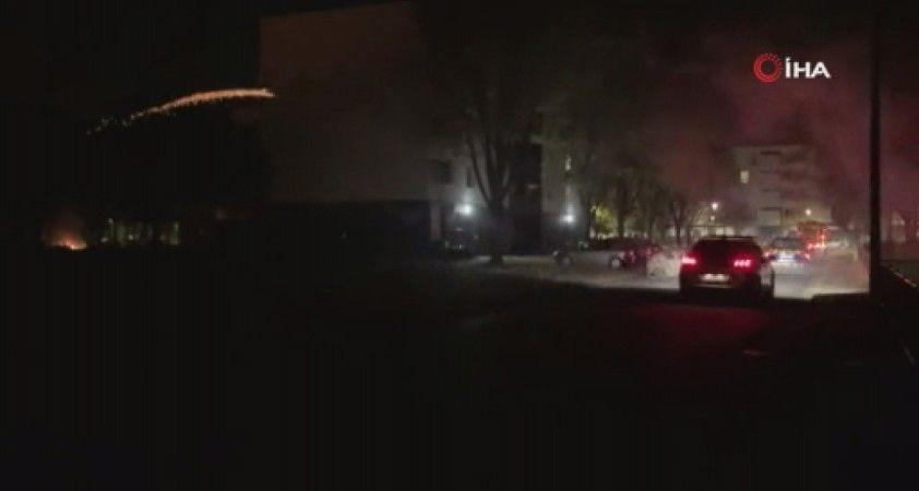 Fransa'da polis operasyonuna tepki gösteren grup 13 aracı ateşe verdi