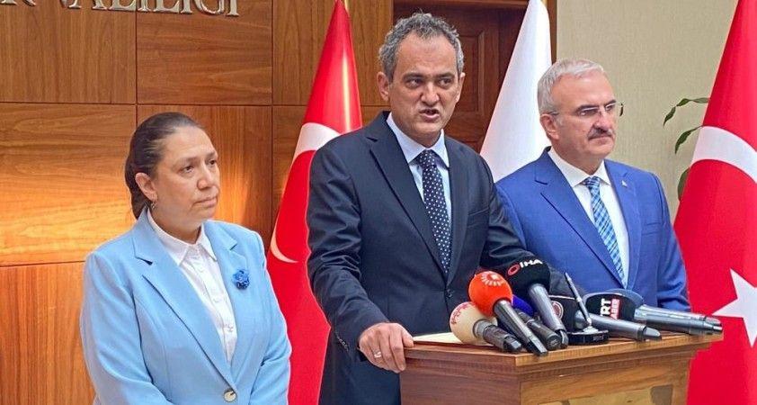 Milli Eğitim Bakanı Özer, eğitim değerlendirme toplantısı için Diyarbakır'da
