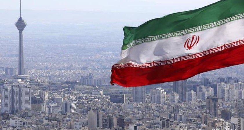 İran'da benzin istasyonlarında satışlar durdu, uzun kuyruklar oluştu