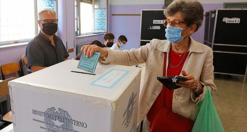İtalya'da parlamenter sayısının azaltılması referandumda kabul edildi