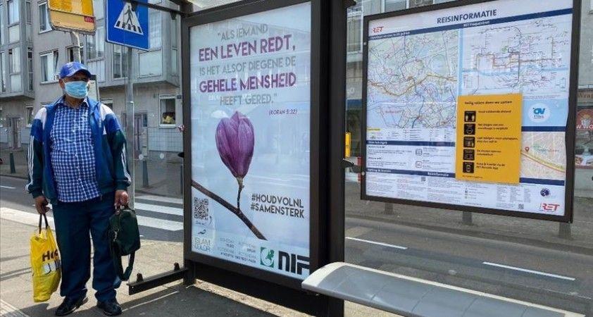 Hollanda'da Kovid-19 mücadelesi veren halka Kur'an-ı Kerim'den ayet ile destek