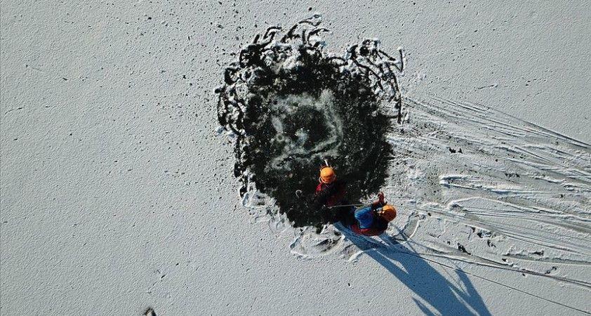 Buz tutan Porsuk Çayı'nda 'kurtarma' tatbikatı