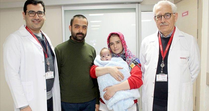 Yemek borusu gelişmeyen bebek ameliyatla yaşama tutundu