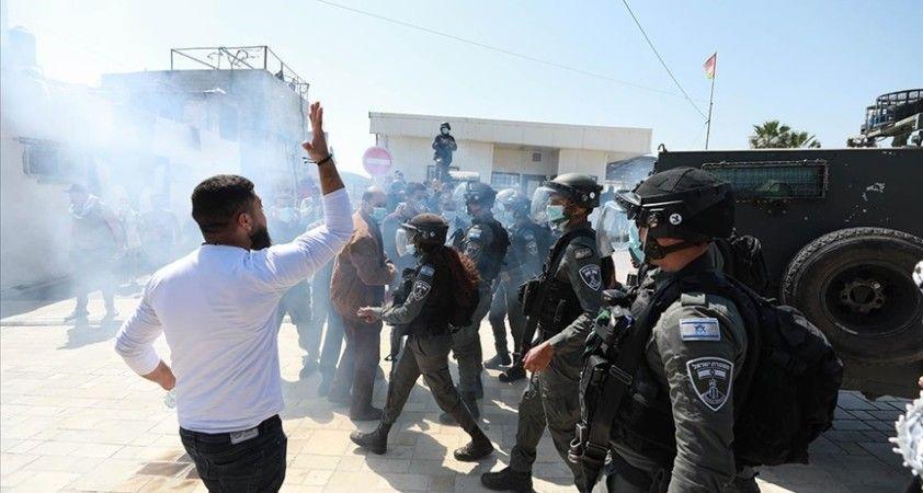 Radikal Yahudi yerleşimciler El Halil'de Filistinlilerin dükkanlarına saldırdı