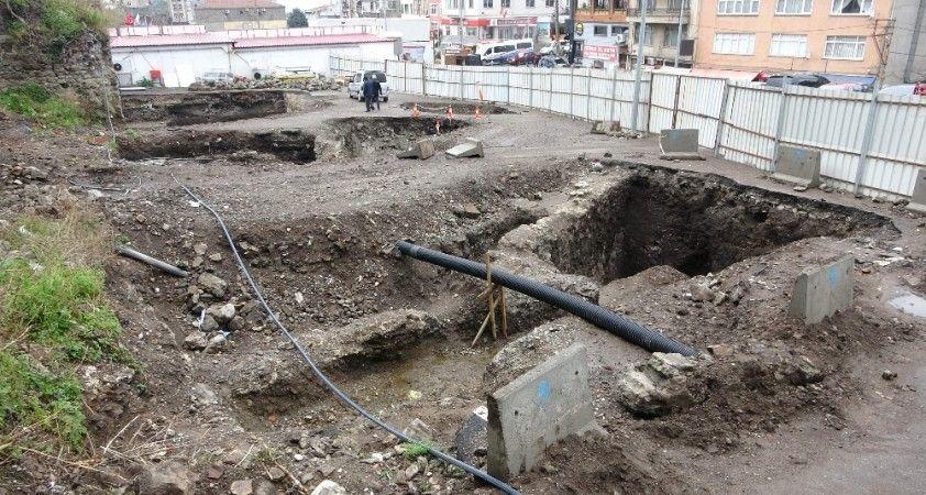 Trabzon'da otoparktan çıkan mimari kalıntılar için rapor hazırlanıyor