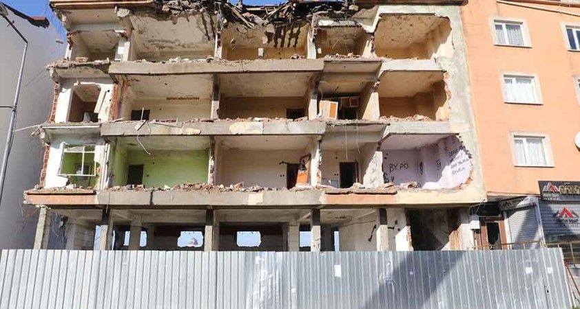Eyüpsultan'da riskli yapıların yıkımına başlandı