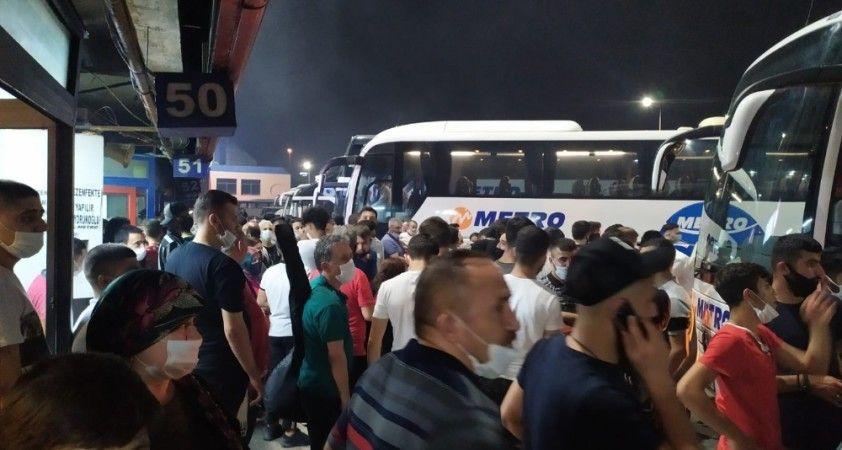 İstanbul Otogarında sosyal mesafesiz asker uğurlama yoğunluğu