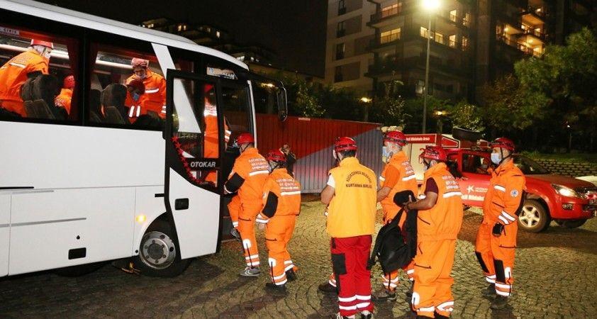 Küçükçekmece Sivil Savunma ekipleri, İzmir depremi için yola çıktı