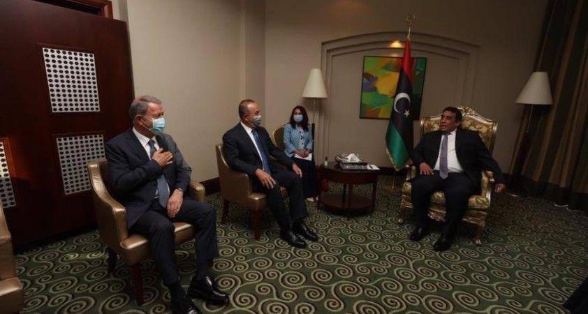 Bakan Çavuşoğlu ve Akar, Libya Başkanlık Konseyi Başkanı el-Menfi ile bir araya geldi