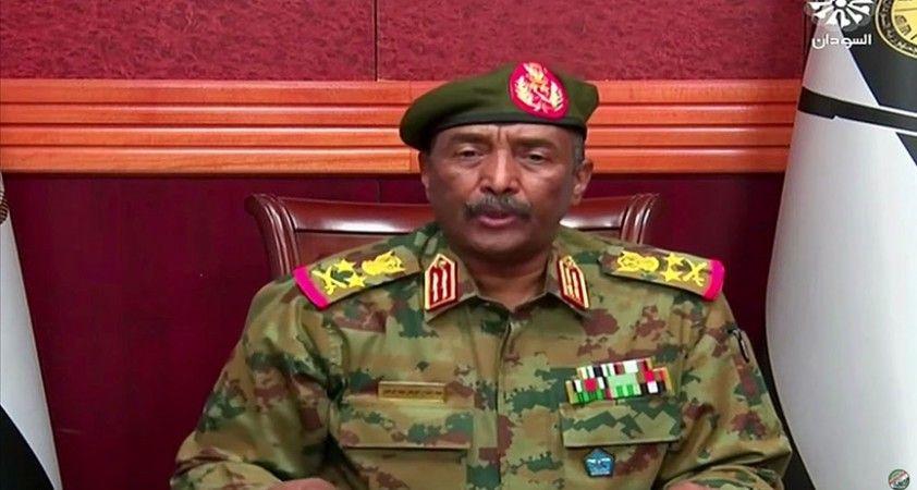 Sudan ordusu komutanı Abdulfettah el-Burhan, Başbakan Hamduk'un güvenliği için kendisiyle beraber olduğunu açıkladı