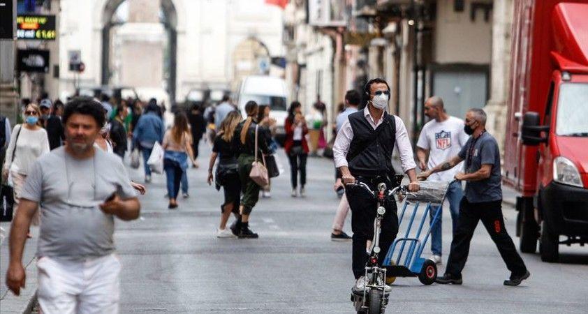 İtalya'da Kovid-19 nedeniyle hayatını kaybedenlerin sayısı 33 bini geçti